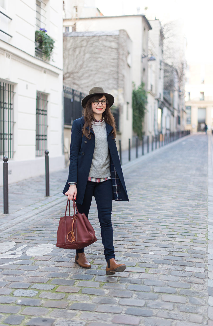 Blog Mode And The City - www.modeandthecity.net - Le pull gris doudou Gap - chemise carreaux Gap