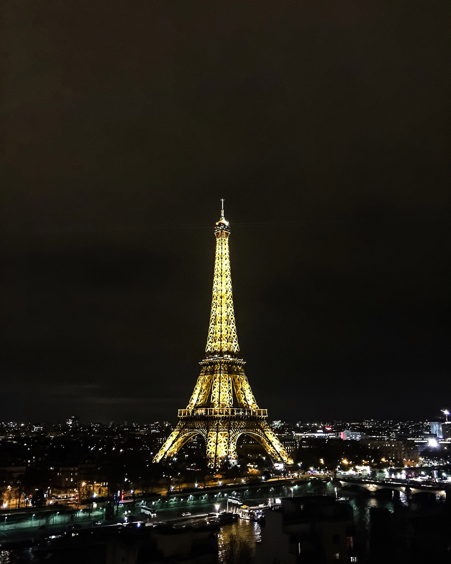 Blog-Mode-And-The-City-Lifestyle-Cinq-Petites-Choses-164-Paris-vue-Shangrila-Tour-Eiffel