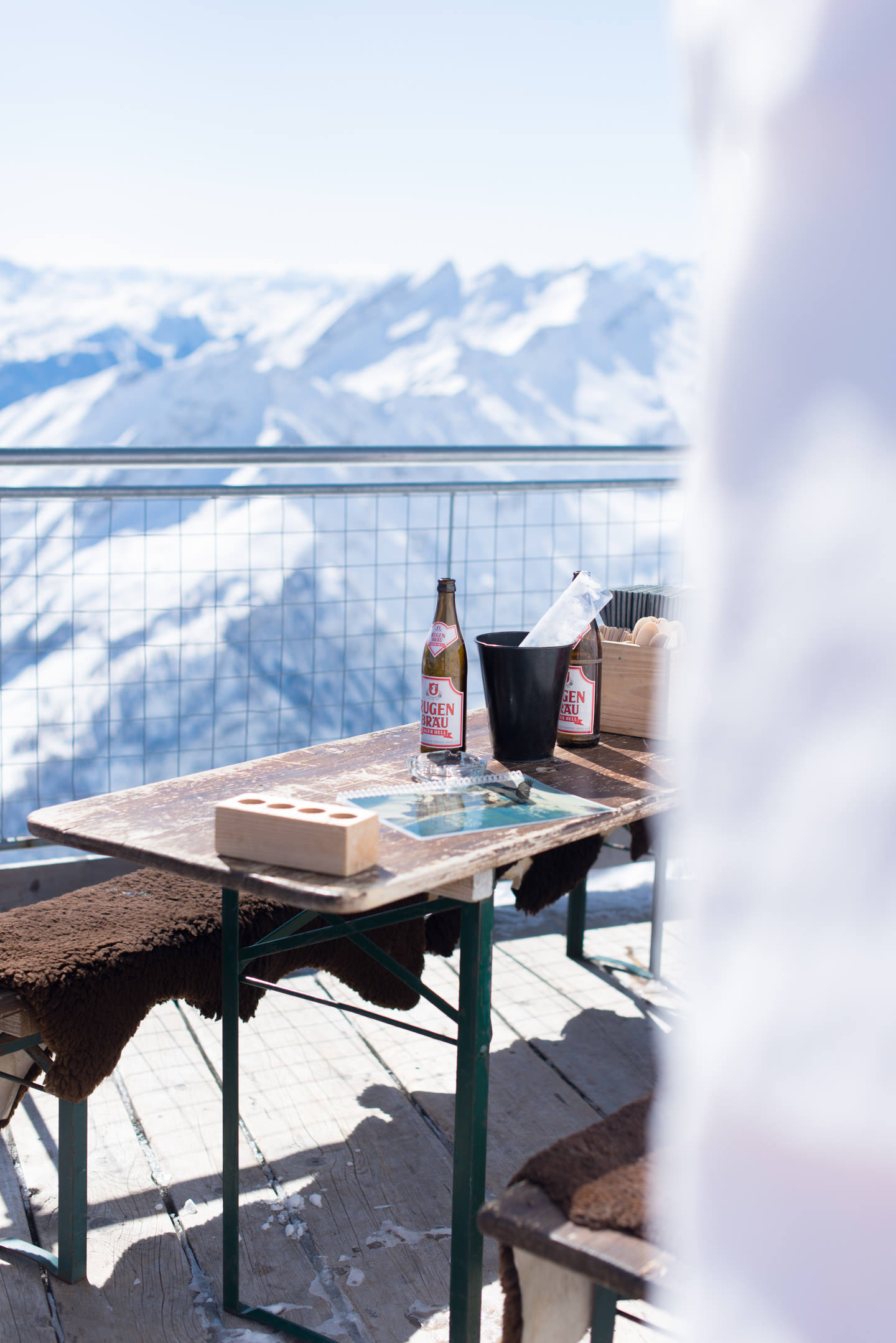 Blog-Mode-And-The-City-Lifestyle-Parenthese-Enchantee-Gstaad-Suisse-Glacier-3000-restaurant-altitude