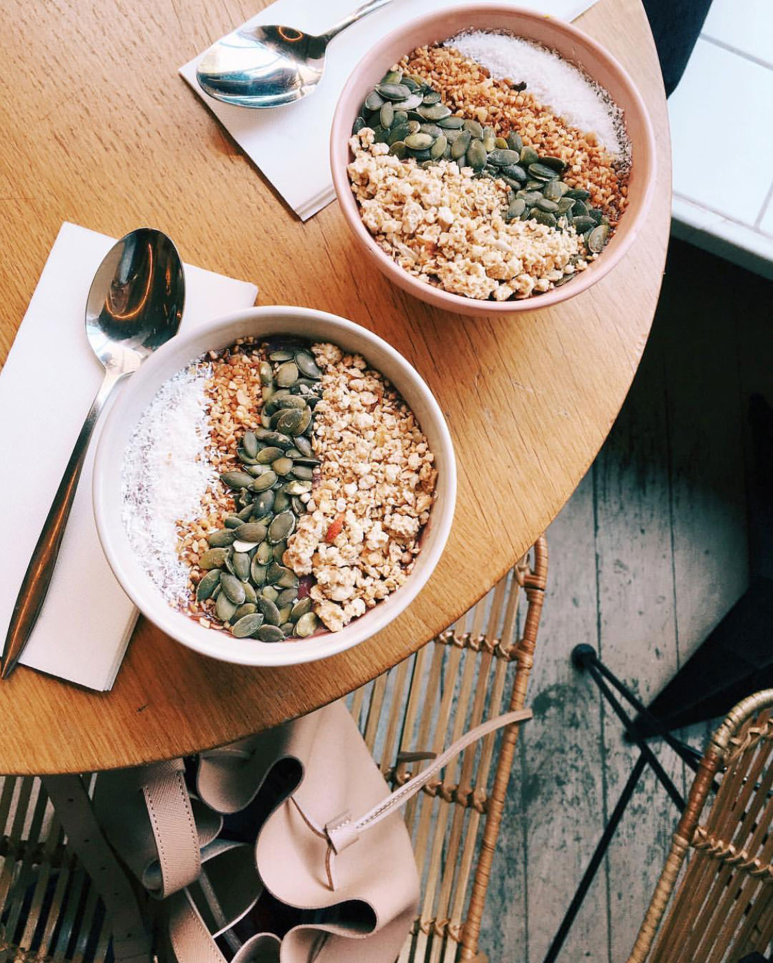 Blog-Mode-And-The-City-Lifestyle-Cinq-Petites-174-Acai-Bowl-Season-Paris