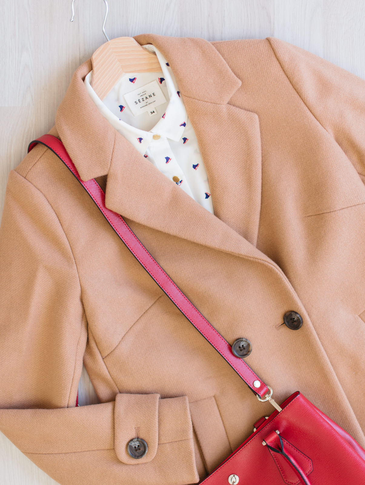 Blog-Mode-And-The-City-Lifestyle-Cinq-Petites-Choses-202-Chemise-Sezane-patins-manteau-beige-2two