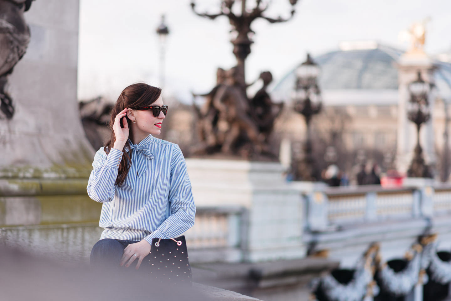 Blog-Mode-And-The-City-Looks-En-Sezane-Sur-Le-Pont-Alexandre-III-11