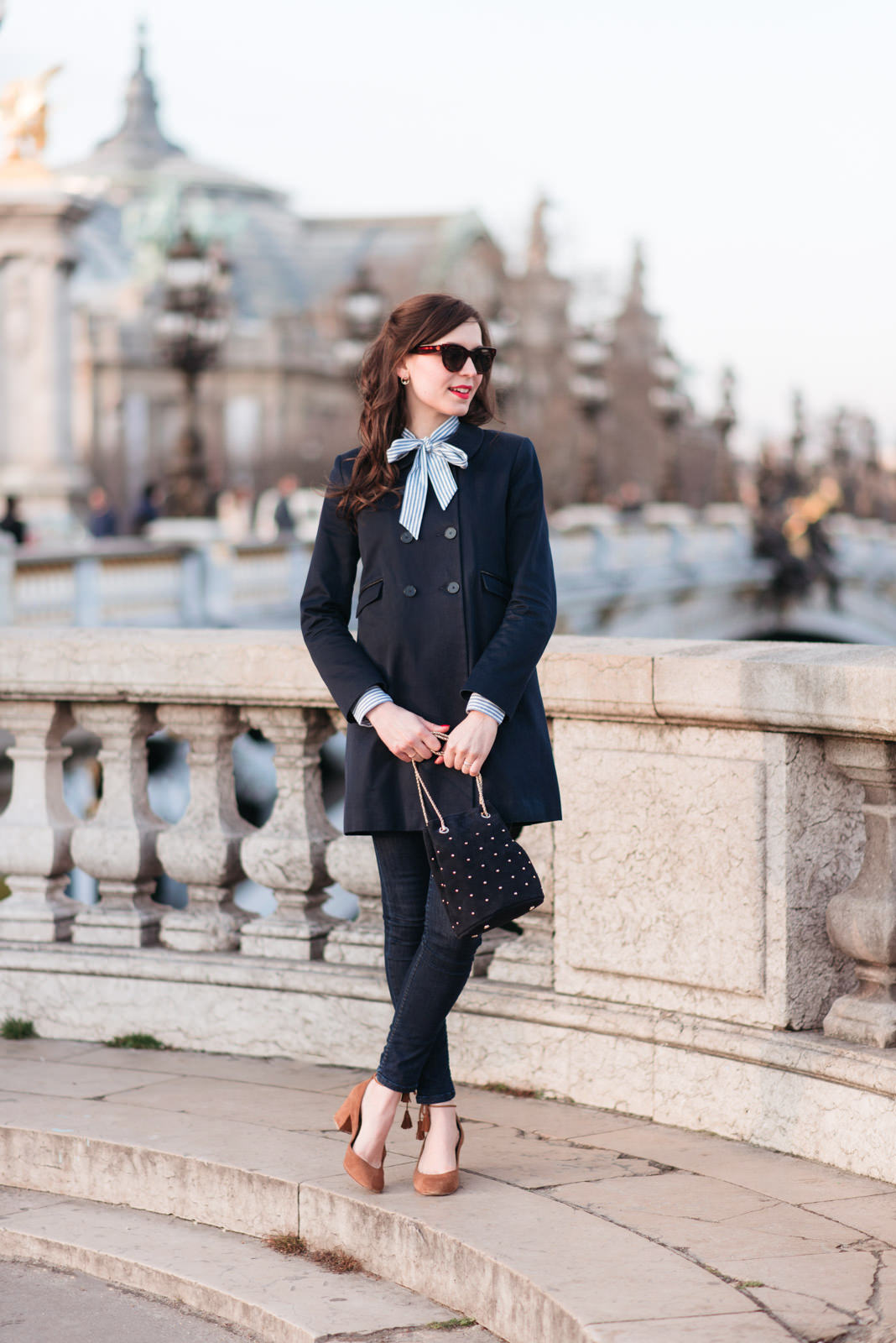 Blog-Mode-And-The-City-Looks-En-Sezane-Sur-Le-Pont-Alexandre-III-12