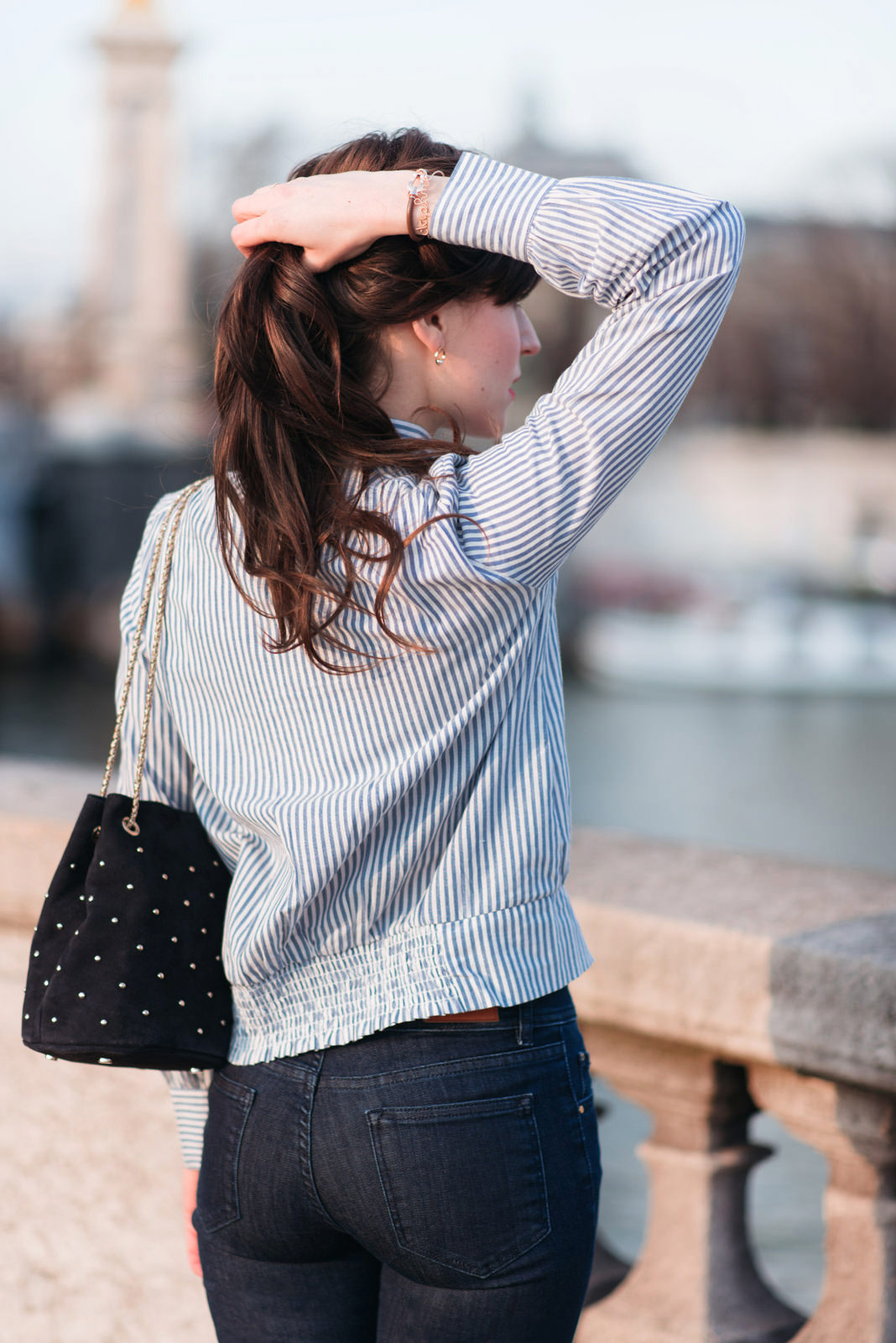 Blog-Mode-And-The-City-Looks-En-Sezane-Sur-Le-Pont-Alexandre-III-3ok