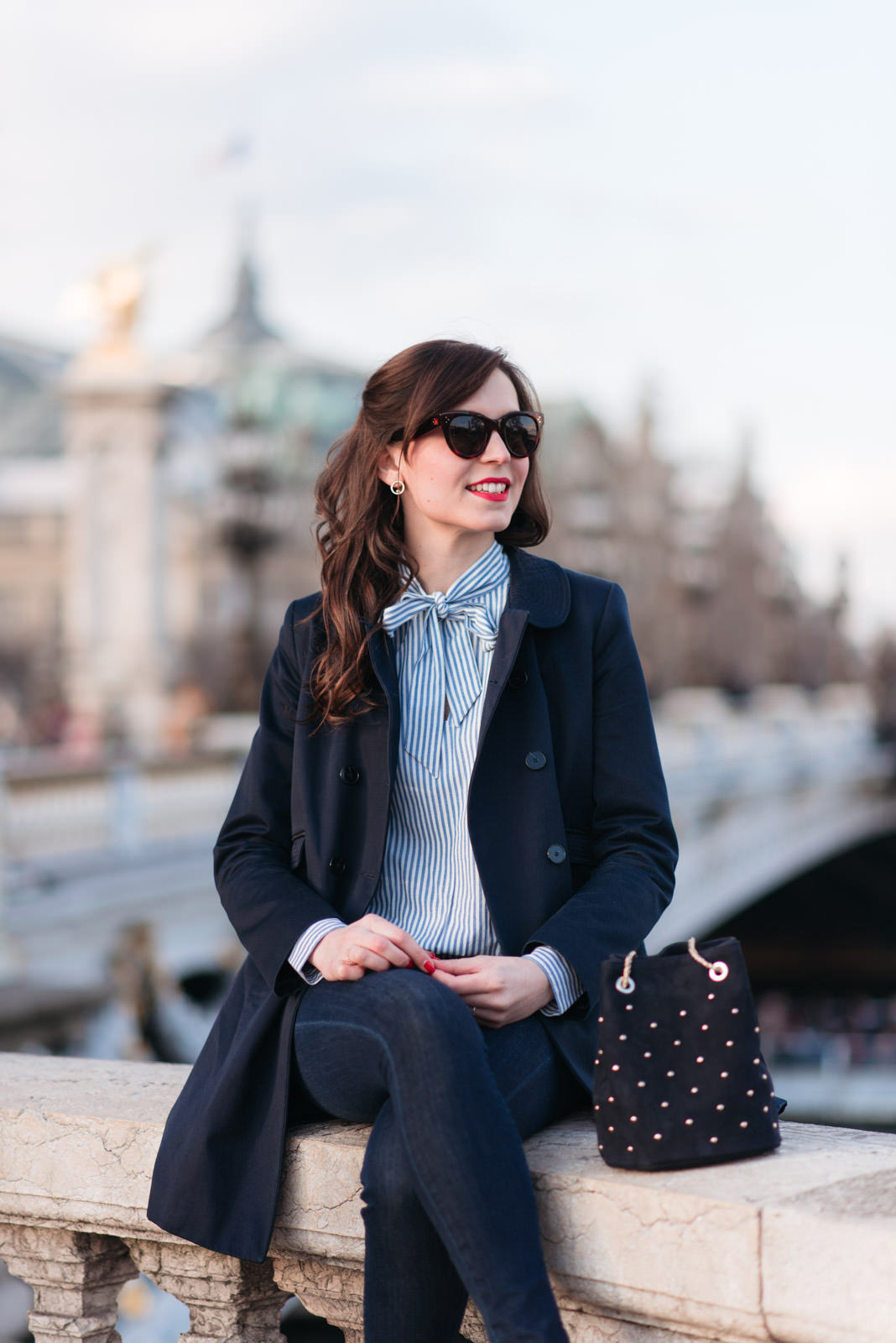 Blog-Mode-And-The-City-Looks-En-Sezane-Sur-Le-Pont-Alexandre-III-4