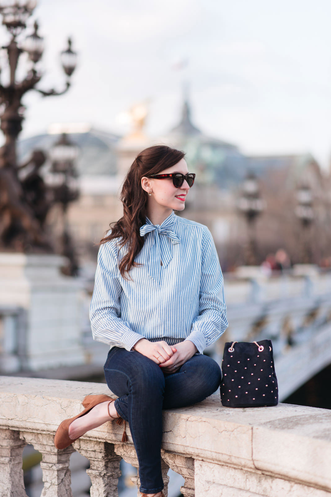Blog-Mode-And-The-City-Looks-En-Sezane-Sur-Le-Pont-Alexandre-III-8
