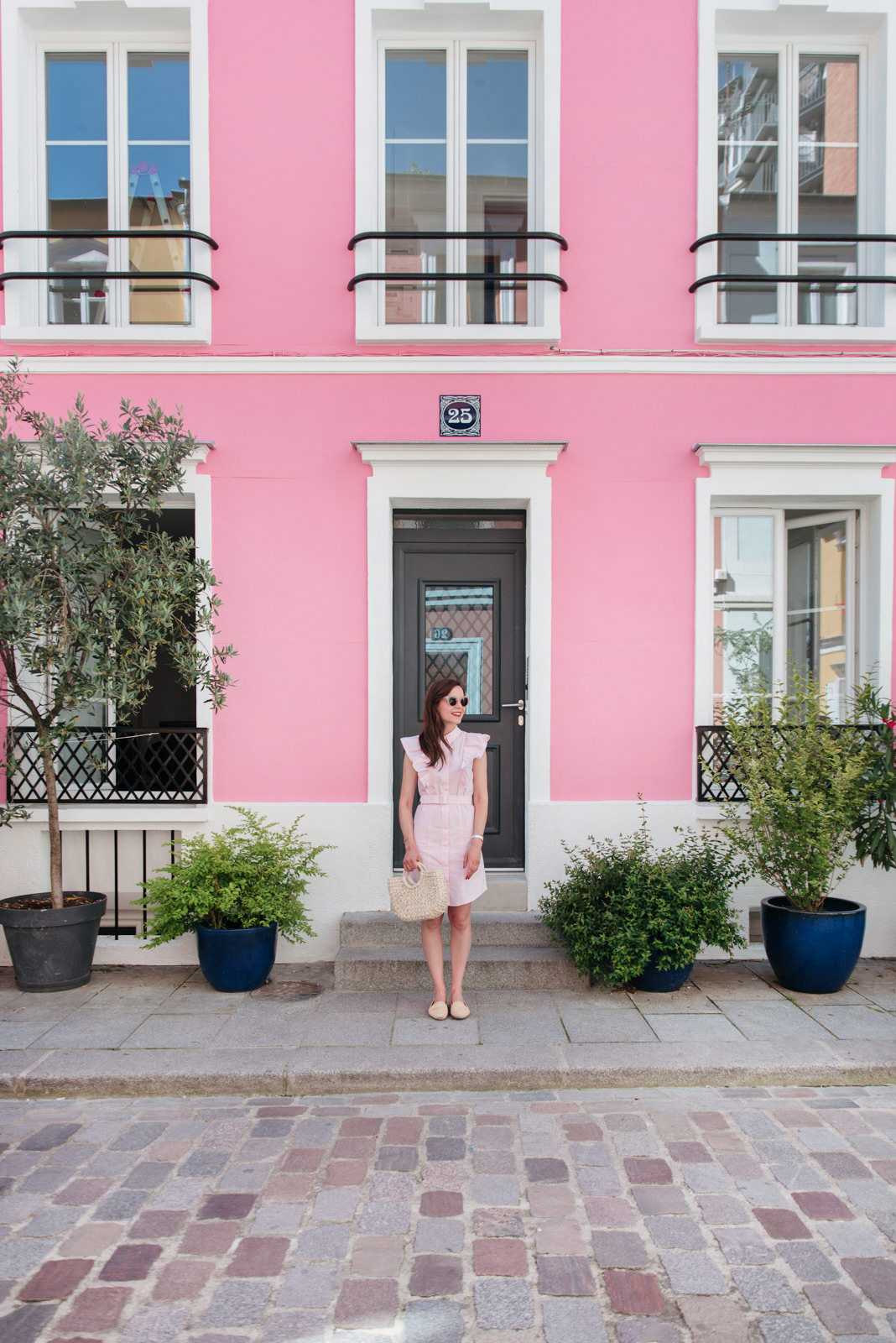 Blog-Mode-And-The-City-Looks-Claudie-Pierlot-robe-rose-volants copie