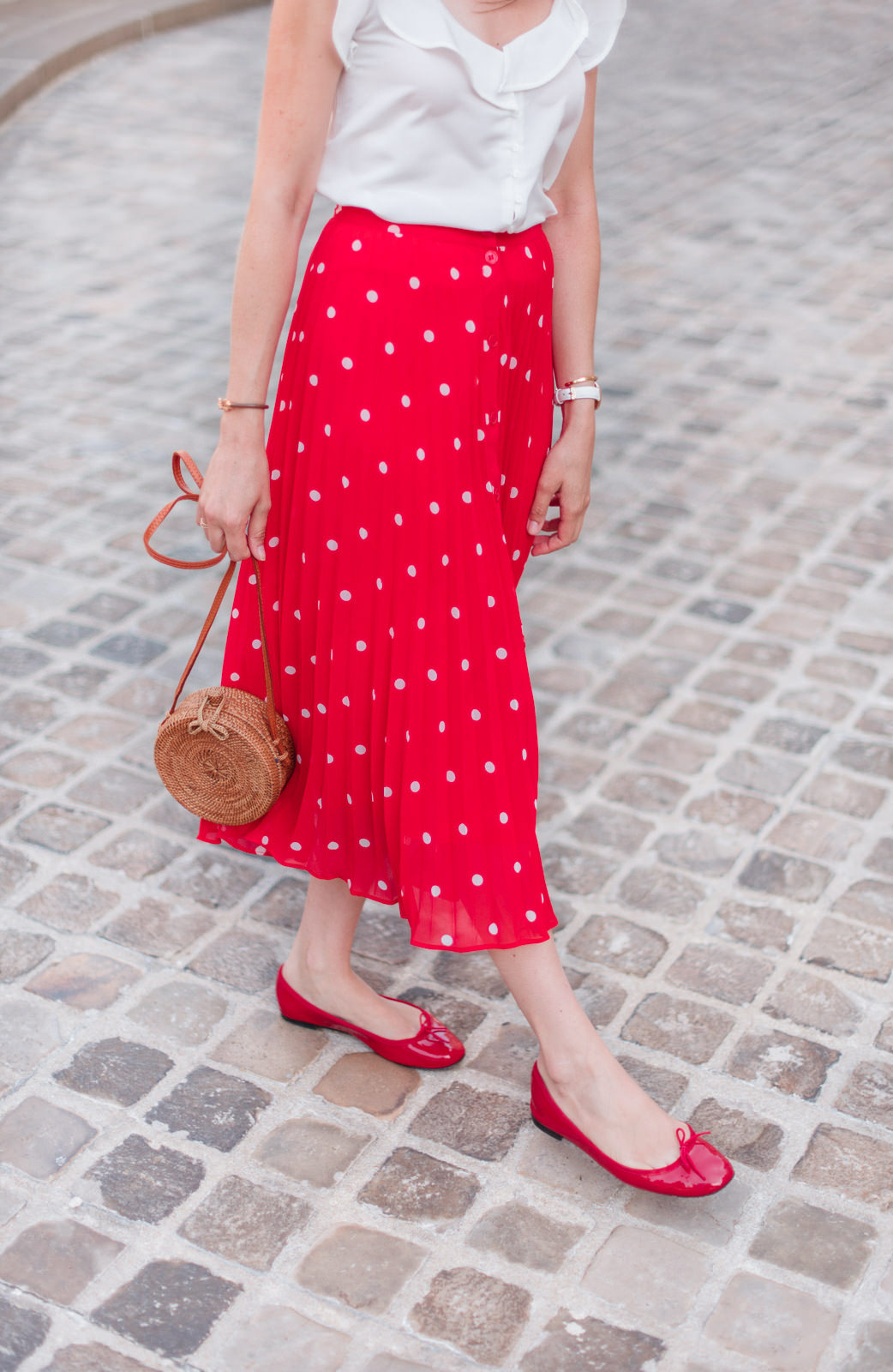 Blog-Mode-And-The-City-Looks-Jupe-rouge-a-pois-5
