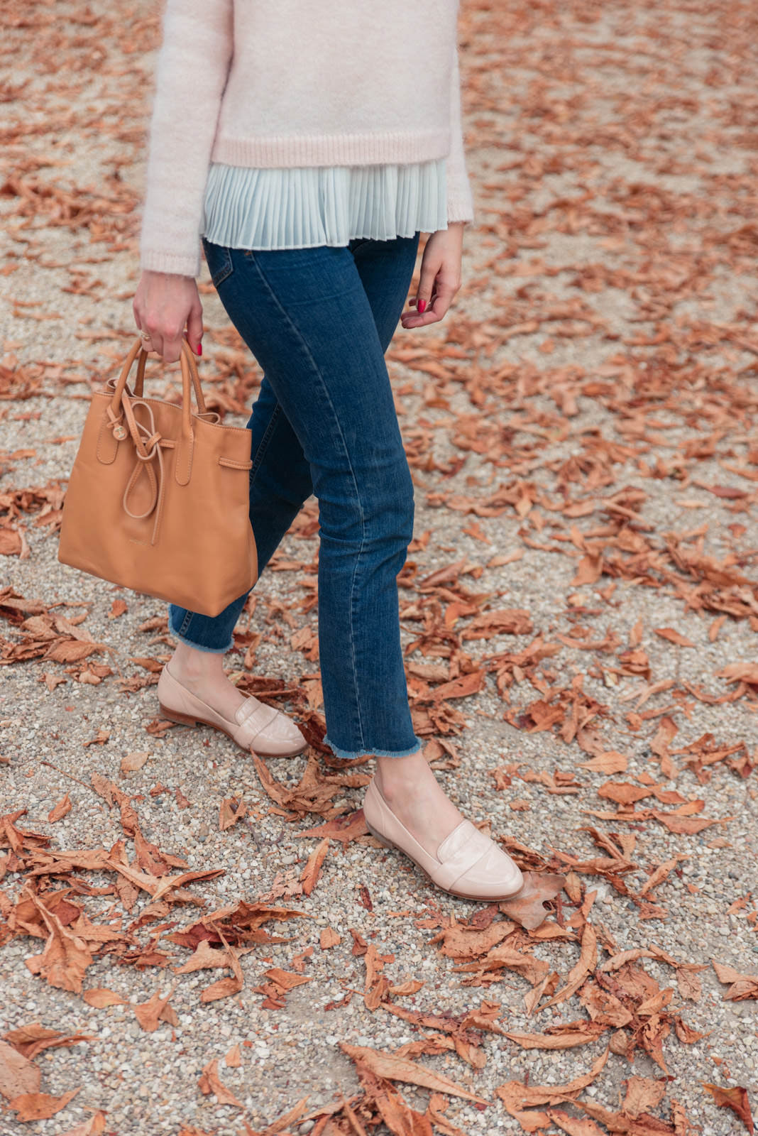 Blog-Mode-And-The-City-Looks-Jardins-du-luxembourg-pull-auguste-sezane-7