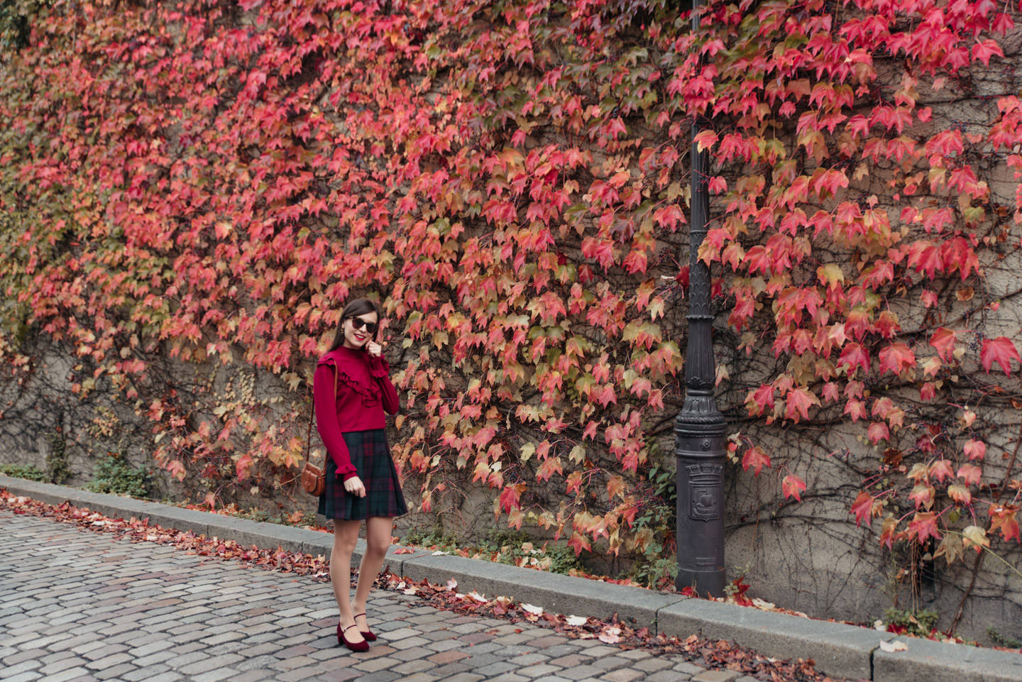 Blog-Mode-And-The-City-Looks-Mur-de-Feuilles-Montmartre-7