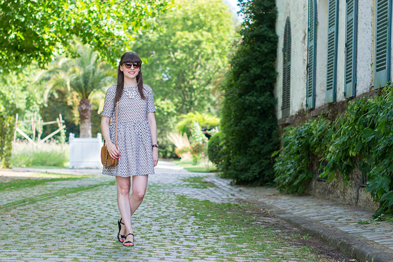 Robe Asos dispo ici | Sandales Mine de Rien (old) Cabas Navy Outfit | Montre Médor et bracelet Chaine d'Ancre Hermès Lunettes de soleil My Little Paris | Collier H&M