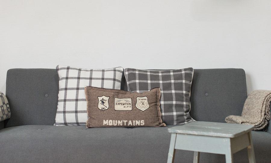 Blog Mode And The City - www.modeandthecity.net - Les Cinq Petites Choses #116 - coussins carreaux H&M Home
