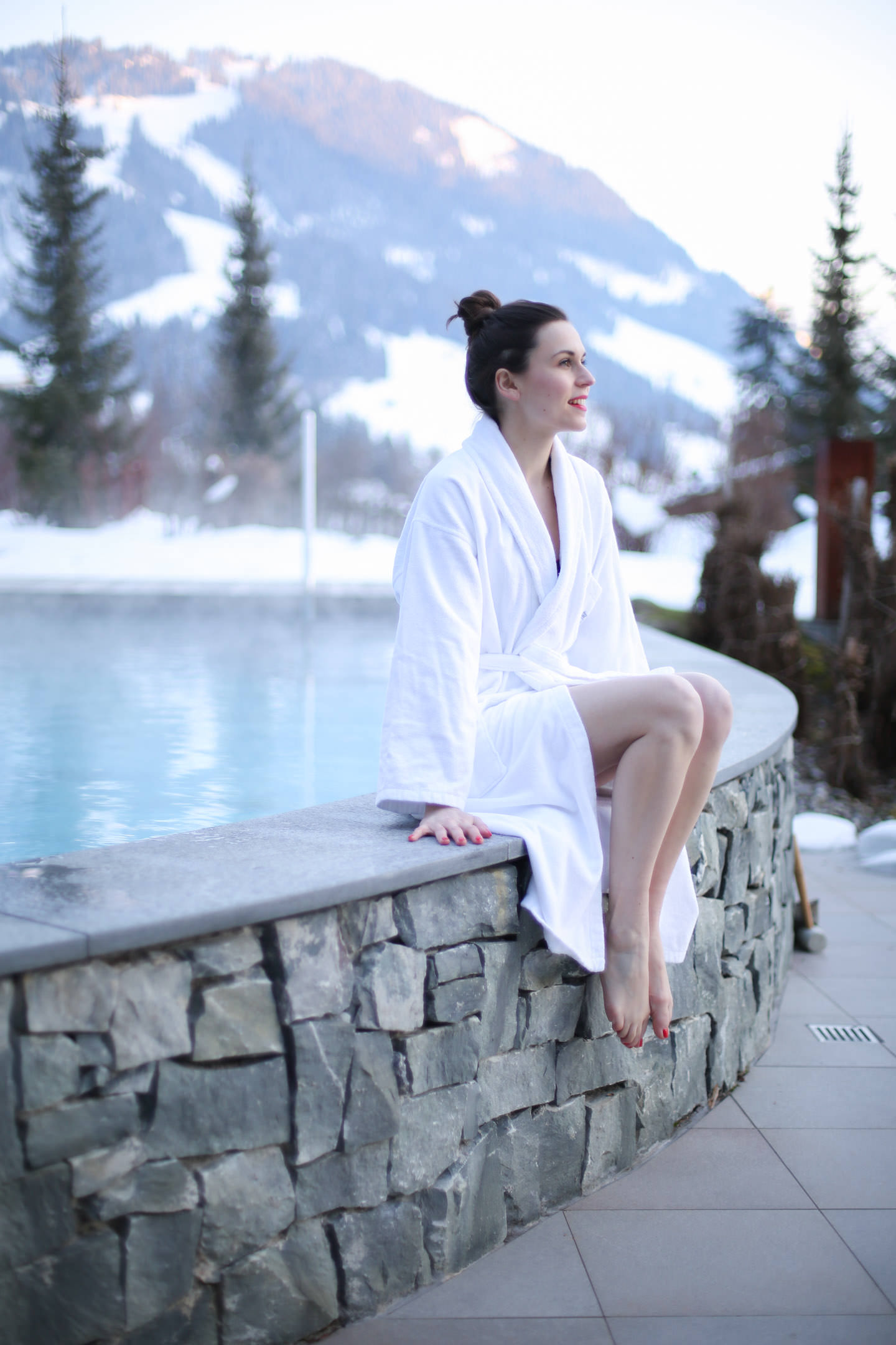 Blog-Mode-And-The-City-Lifestyle-Parenthese-Enchantee-Gstaad-Suisse-Gstaad-Palace-Piscine-Exterieure-2