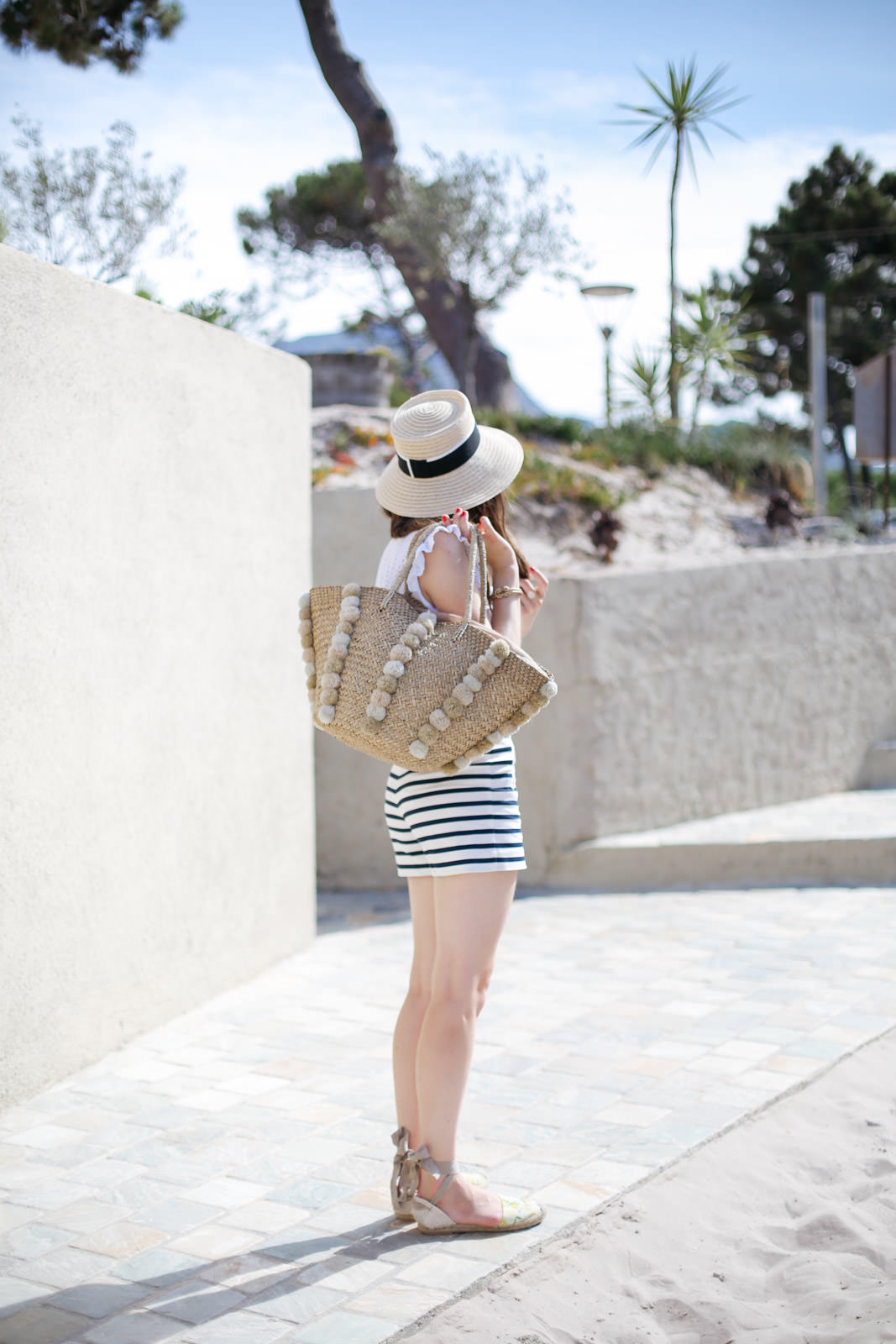 Blog-Mode-And-The-City-Looks-Les-Pieds-Dans-Le-Sable-A-Calvi-4