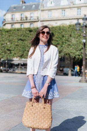 La robe brodée en jean - Daphné Moreau - Mode and The City