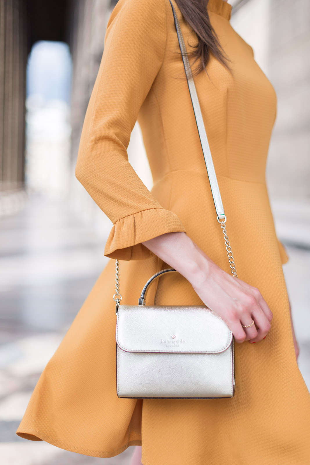 Blog-Mode-And-The-City-Looks-Robe-Moutarde-Mademoiselle-R-4