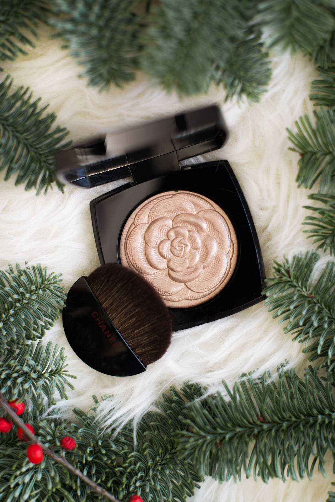 Blog-Mode-And-The-City-Lifestyle-Cinq-Petites-Choses-200-poudre-illuminatrice-chanel-2