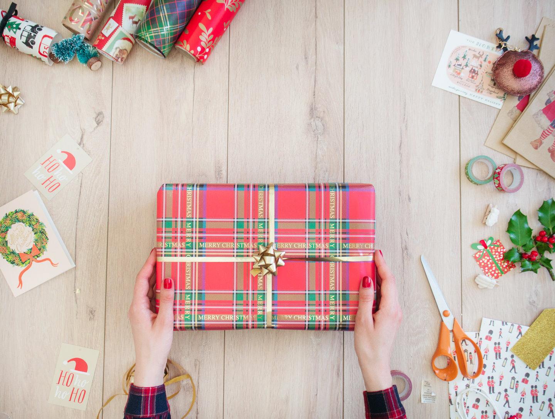 Decoration De Paquets Cadeaux comment faire un beau paquet cadeau de noël ? (tuto) — mode