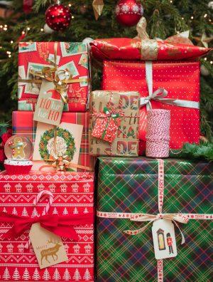 Comment faire un beau paquet cadeau de Noël ? (tuto) - Daphné Moreau - Mode and The City