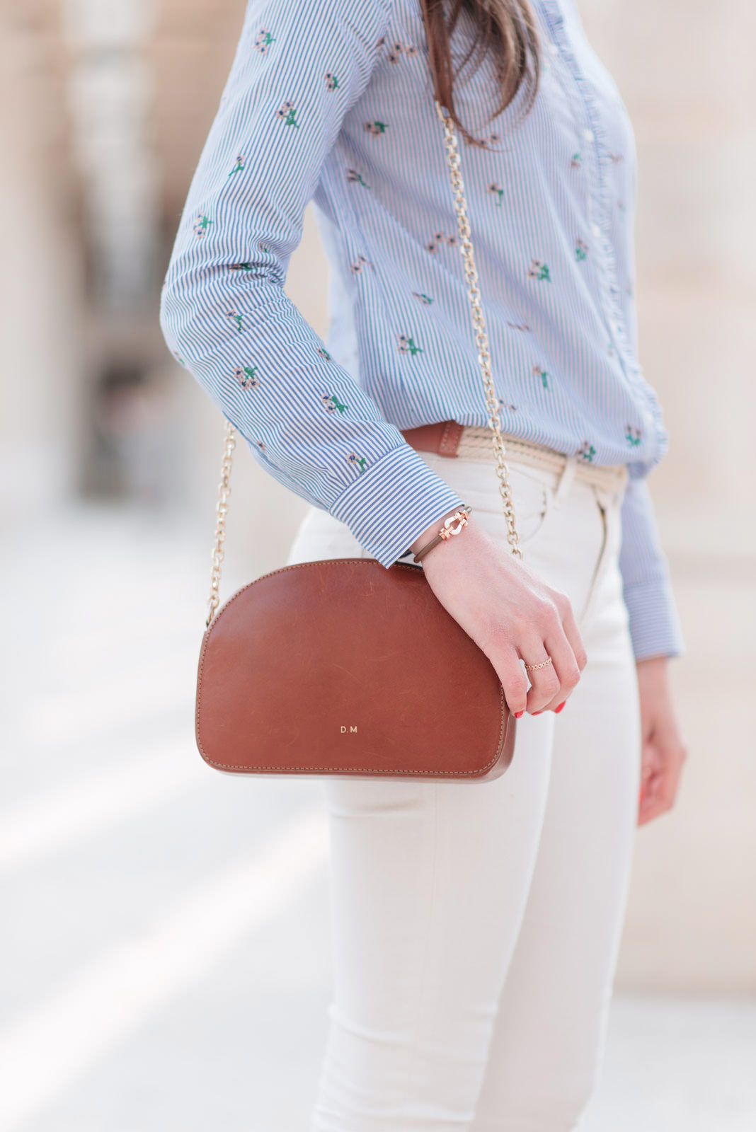 Blog-mode-And-The-City-Looks-Printemps-Pantalon-Blanc-7