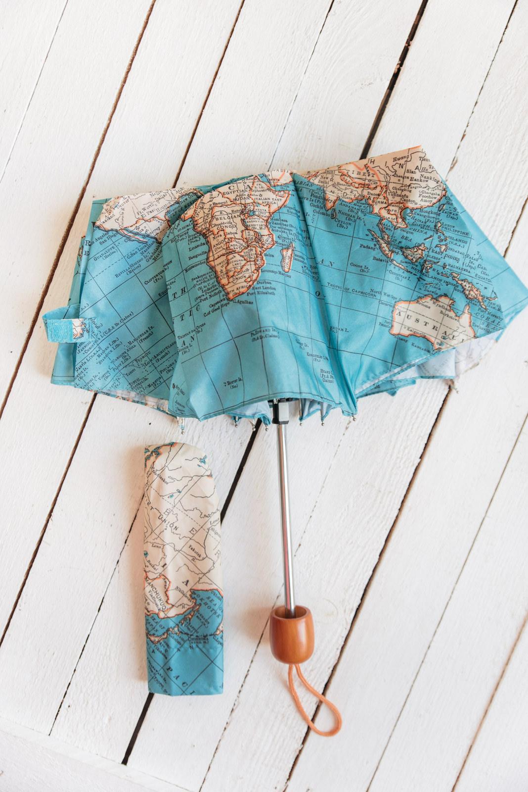 Blog-Mode-And-The-City-Lifestyle-Cinq-Petites-Choses-227-parapluie-mappe-monde
