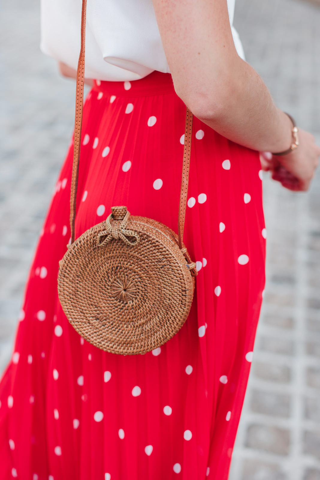 Blog-Mode-And-The-City-Looks-Jupe-rouge-a-pois-7