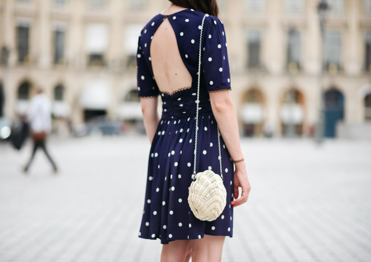 Blog-Mode-And-The-City-Looks-robe-dos-nu-à-pois-and-other-stories-9