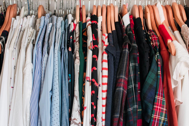 f0ea556e66724 Comment je range et stocke mes vêtements d une saison à l autre — Mode and  The City