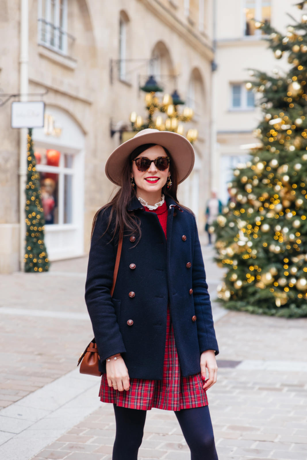 Blog-Mode-And-The-City-Lifestyle-Look-Manteau-Trench-Coat-Village-Royal-3 copie