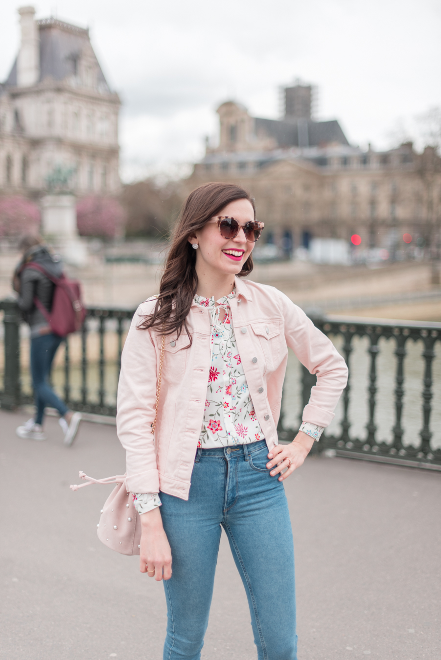 Blog-Mode-And-The-City-Looks-La-veste-en-jean-rose-parfaite-2