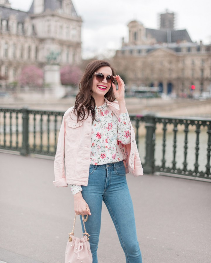 Blog-Mode-And-The-City-Looks-La-veste-en-jean-rose-parfaite-3