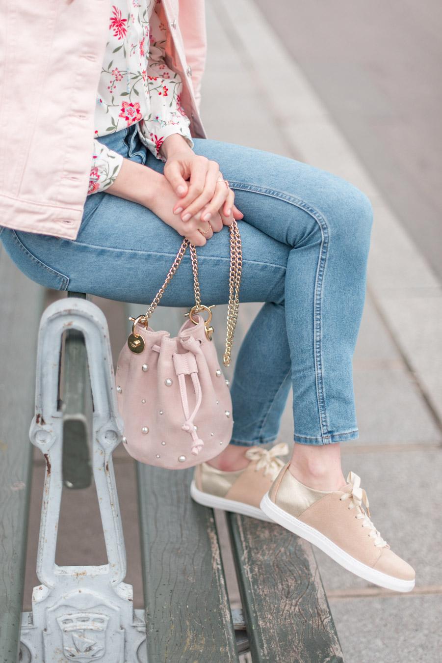 Blog-Mode-And-The-City-Looks-La-veste-en-jean-rose-parfaite-4