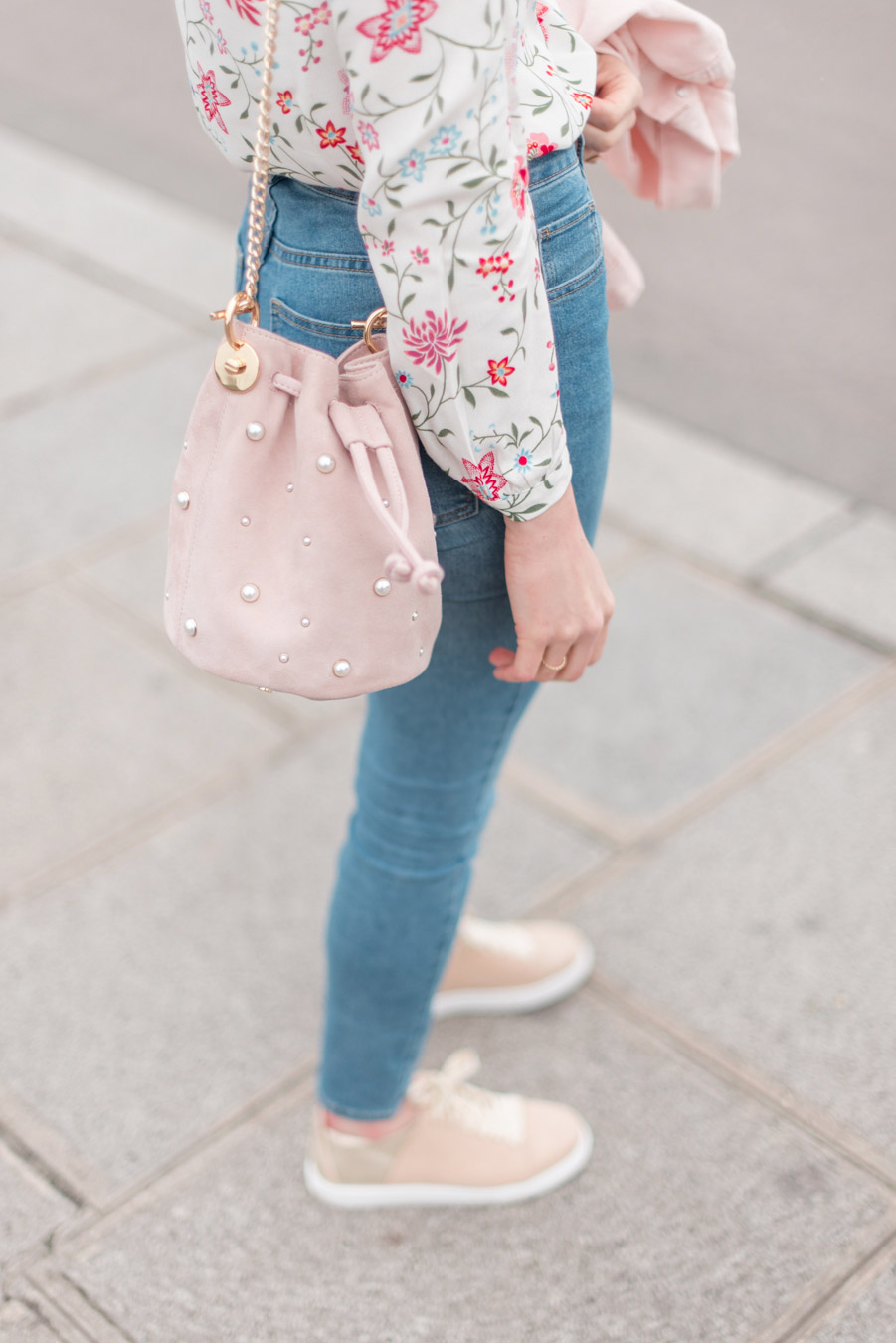 Blog-Mode-And-The-City-Looks-La-veste-en-jean-rose-parfaite-5