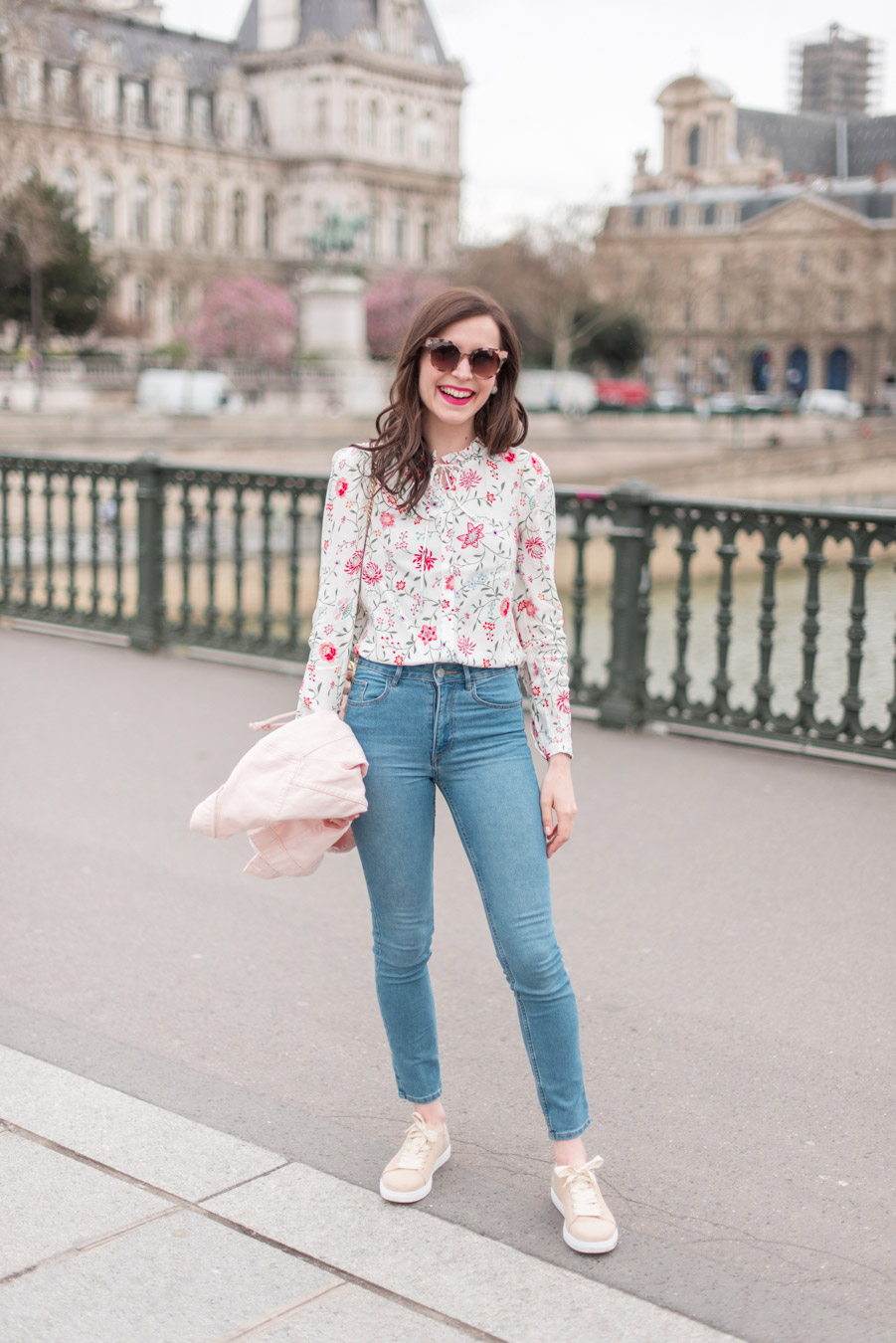 Blog-Mode-And-The-City-Looks-La-veste-en-jean-rose-parfaite-6