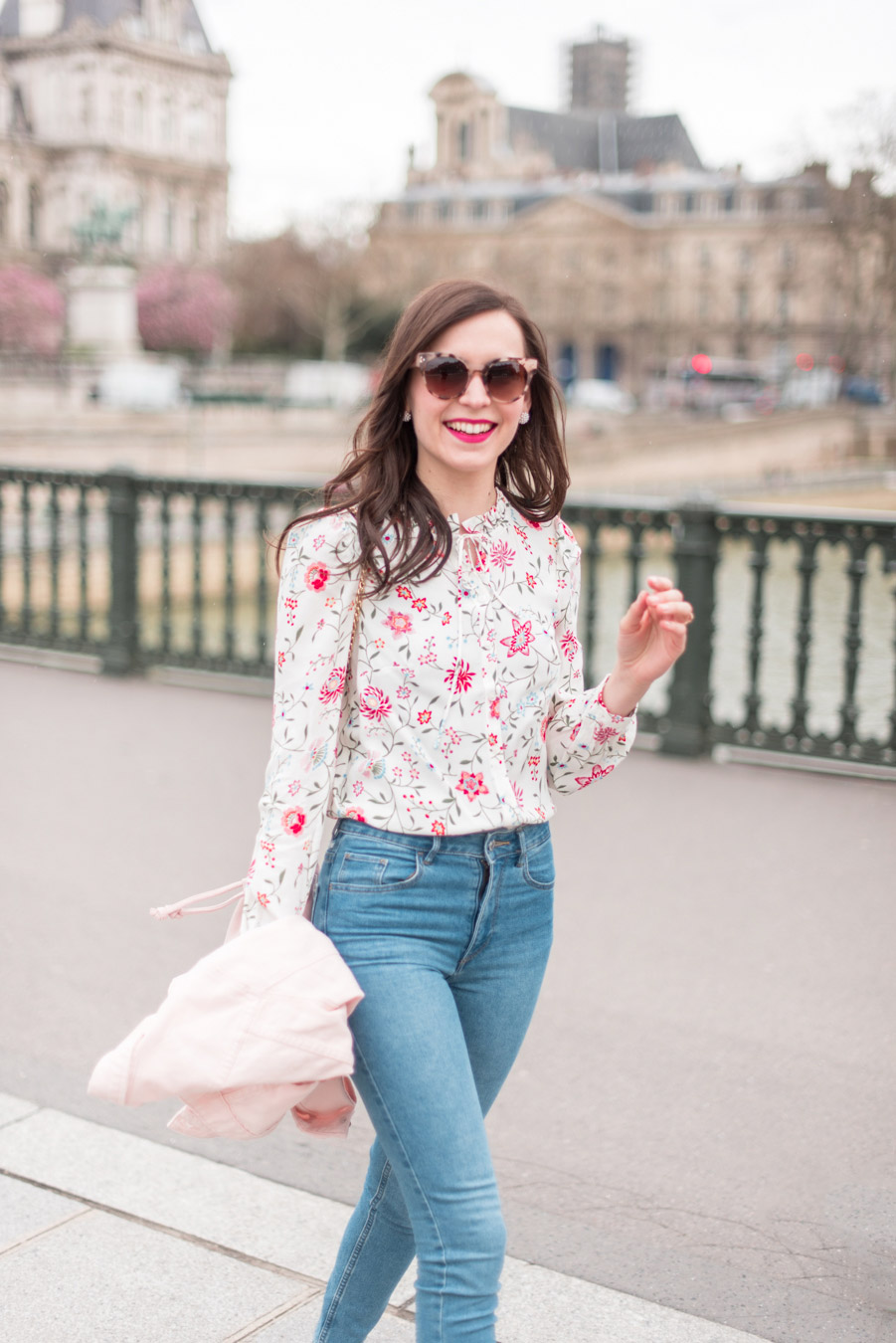Blog-Mode-And-The-City-Looks-La-veste-en-jean-rose-parfaite-7