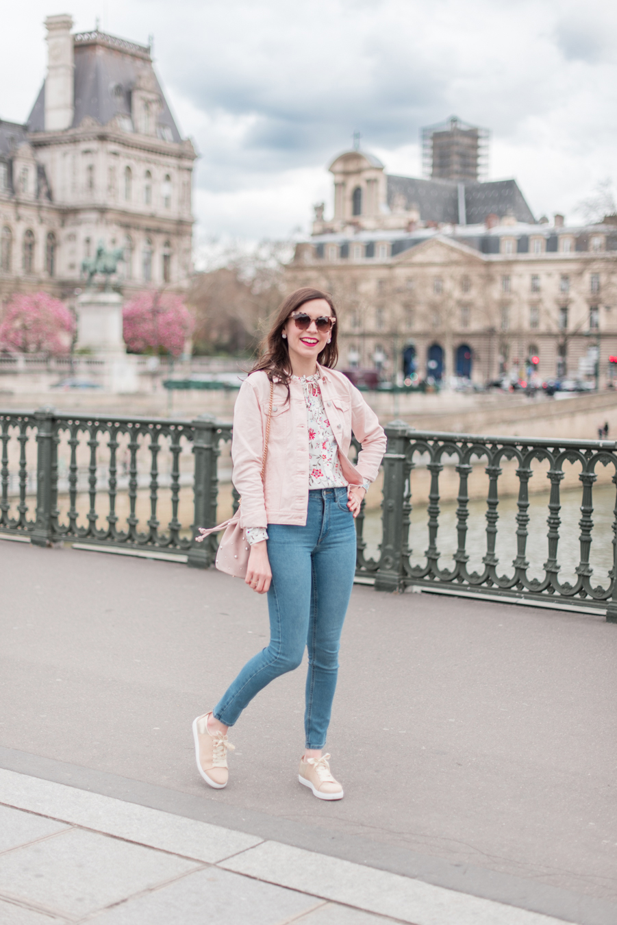 Blog-Mode-And-The-City-Looks-La-veste-en-jean-rose-parfaite