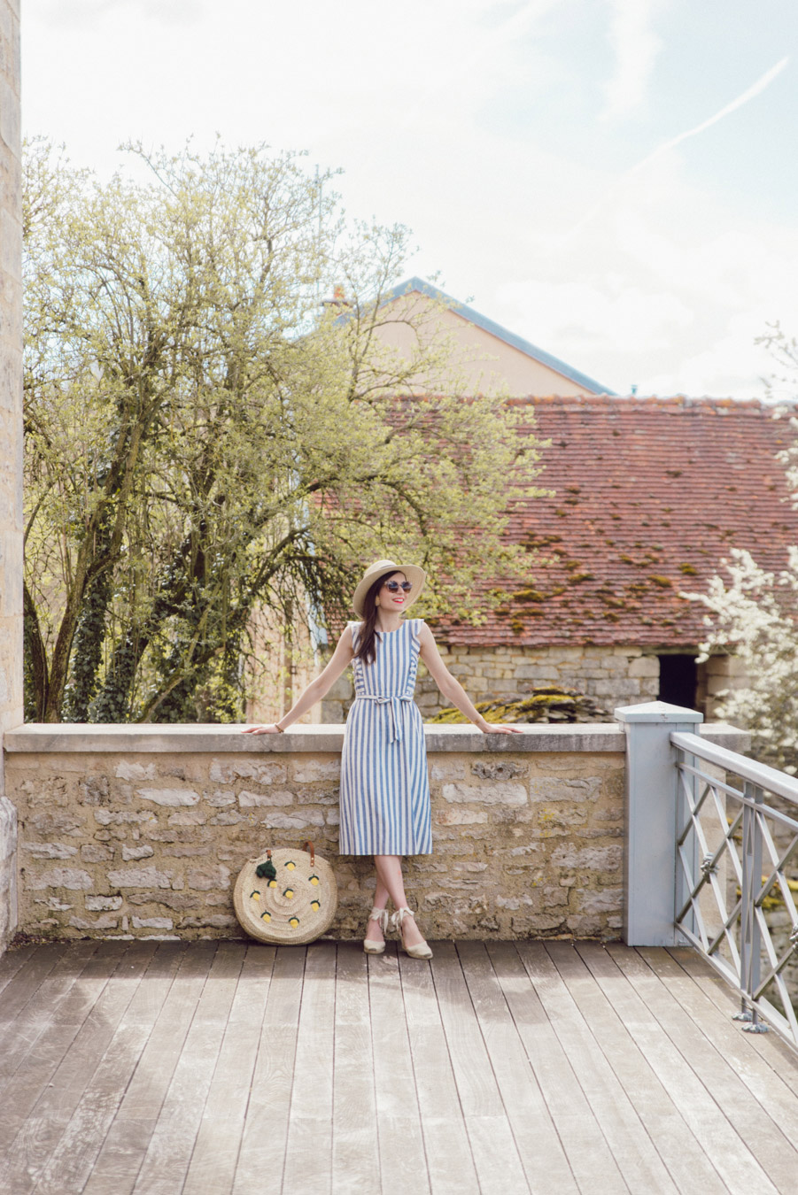 Blog-Mode-And-The-City-Looks-Weekend-Bourgogne-Sezane-Robe-rayee-8