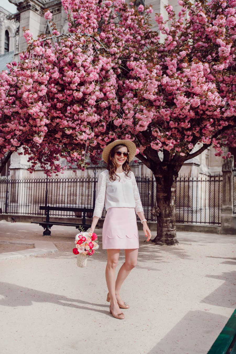 Blog-Mode-And-The-City-Looks-Notre-Dame-arbre-en-fleurs-3