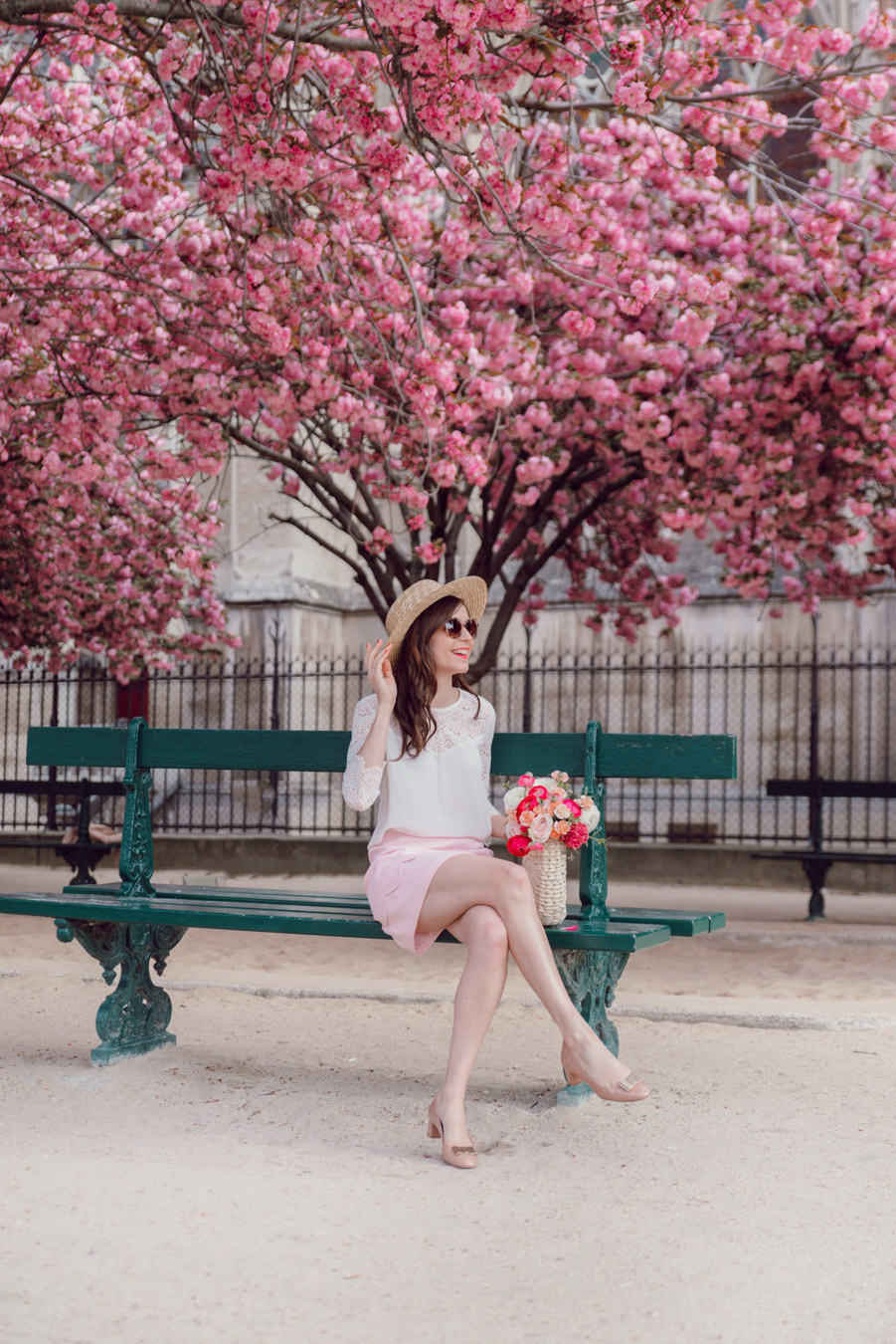 Blog-Mode-And-The-City-Looks-Notre-Dame-arbre-en-fleurs-9