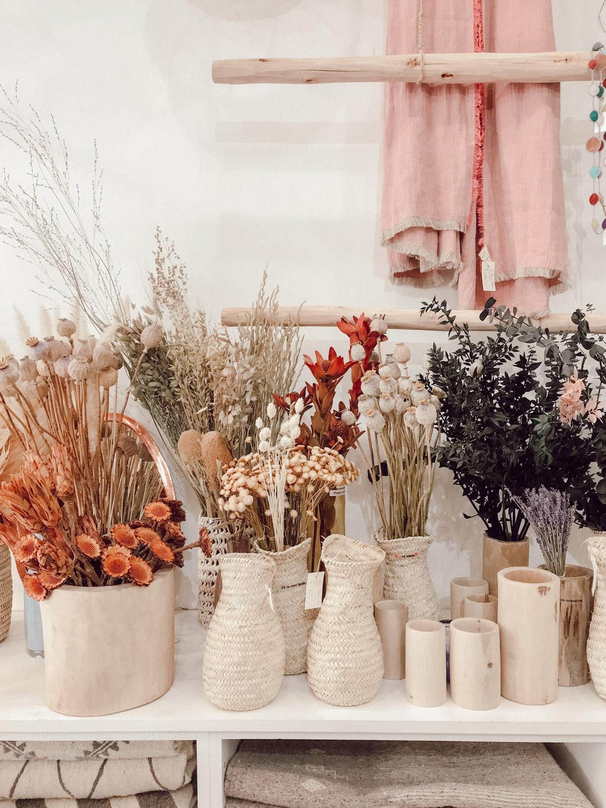 pompon-bazar-paris-magasin-paniers-tapis-berberes