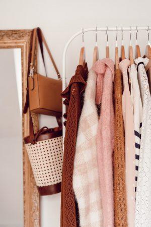 Comment je range et stocke mes vêtements d'une saison à l'autre - Daphné Moreau - Mode and The City