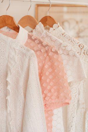Que porter sous un haut transparent, blanc ou en dentelle ? - Daphné Moreau - Mode and The City