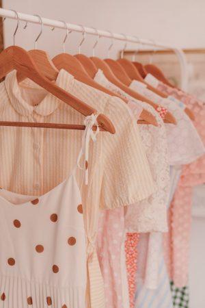 Acheter moins et mieux : mes 5 astuces pour préparer les soldes - Daphné Moreau - Mode and The City