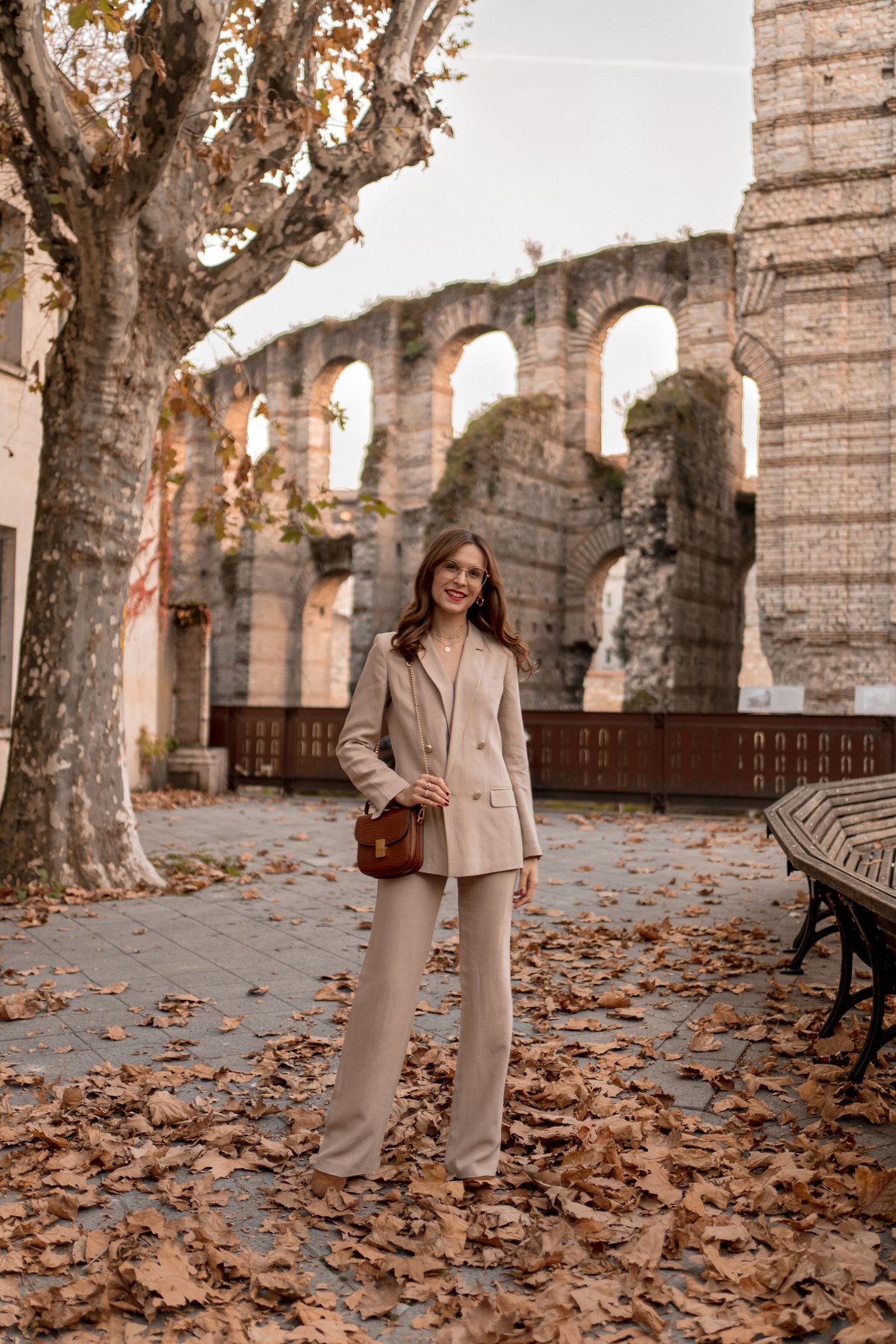 comment-porter-tailleur-pantalon-beige-2b