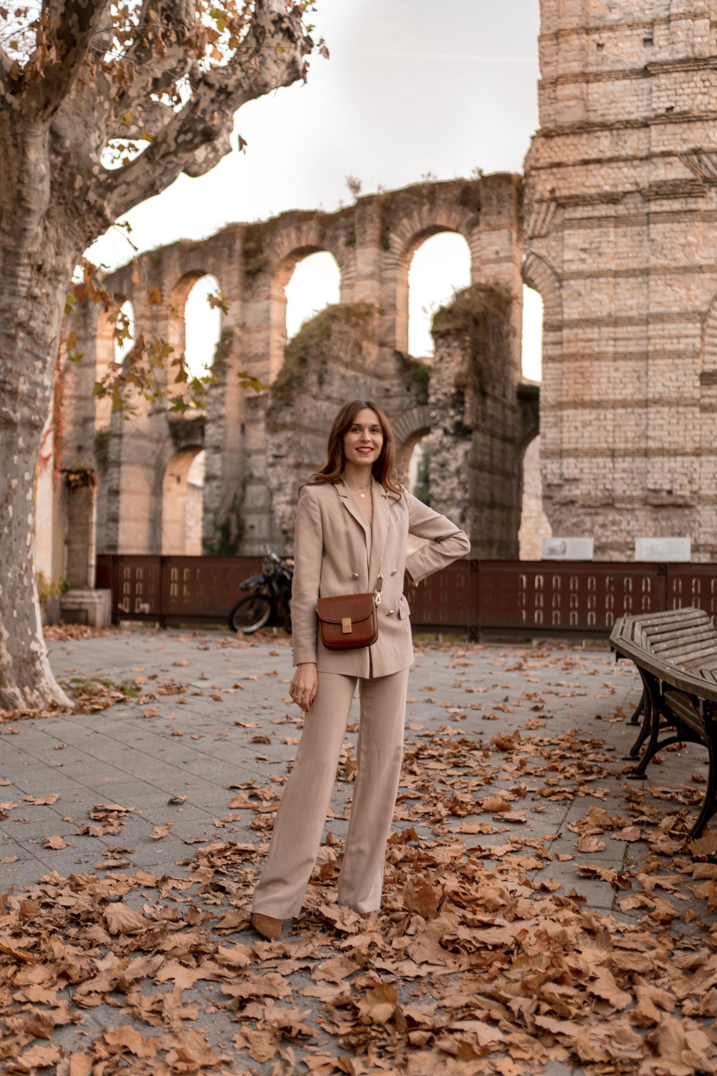 comment-porter-tailleur-pantalon-beige-7b